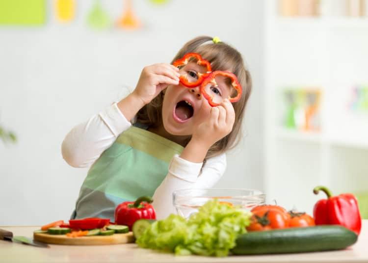Cung cấp dinh dưỡng đầy đủ cũng là cách giúp con thông minh hơn