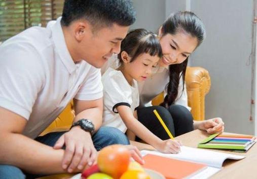 Cách dạy trẻ 2 tuổi bướng bỉnh không cần quát mắng