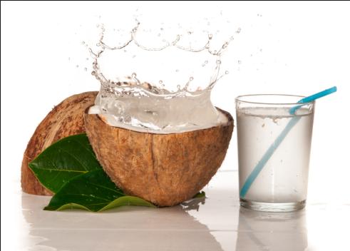 Bà bầu có nên uống nước dừa hay không?